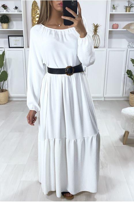 Longue robe blanche très évasé à volant