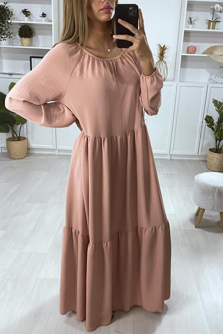 Longue robe rose très évasé à volant