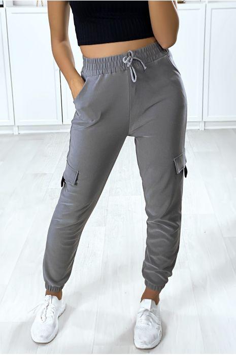 Jogging treillis gris avec poches et passant noir sur les cotés