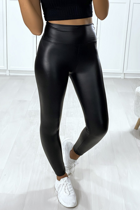 Very fashionable black faux leggings