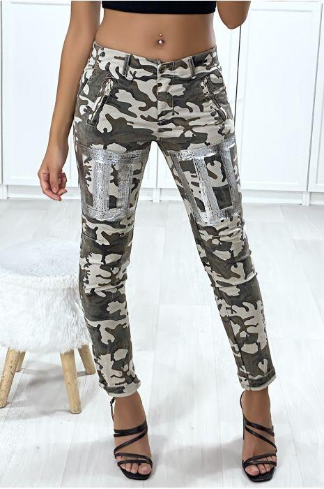 Pantalon slim militaire avec poches et motif argenté aux jambes
