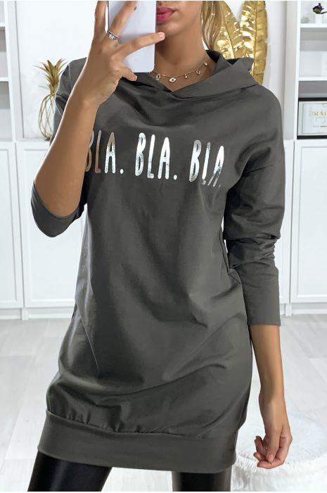 Long sweat à capuche kaki avec écriture BLA BLA BLA en argenté