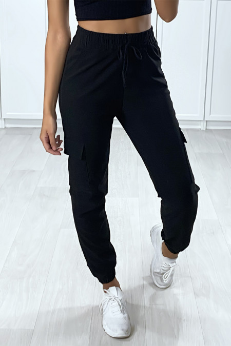Black jogging pants with pockets on the sides and tightened at the bottom