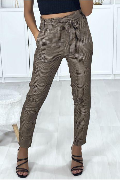 Pantalon cigarette à carreaux camel et noir avec poches et ceinture