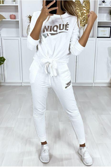 Ensemble blanc avec poches au jogging et noeud et écriture dérivé de marque argenté