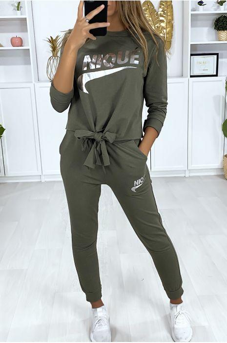 Ensemble kaki avec poches au jogging et noeud et écriture dérivé de marque argenté