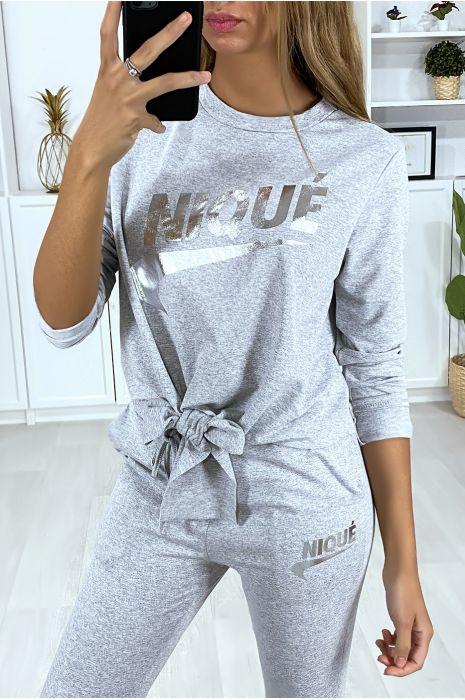 Ensemble gris avec poches au jogging et noeud et écriture dérivé de marque argenté