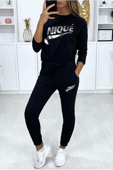 Zwarte set met joggingzakken en strik en zilverkleurig opschrift