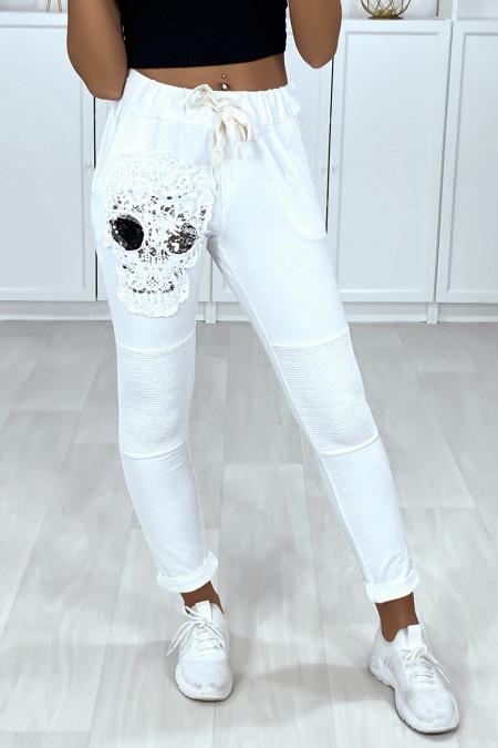 Witte vervaagde joggingbroek met zakken en FL-spirit kant en strass-patroon