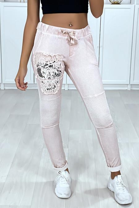 Jogging délavé rose avec poches et motif en dentelle et strass esprit FL