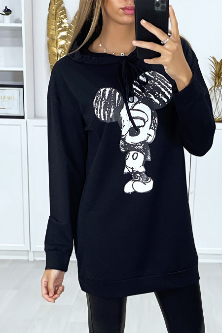 Long black hoodie with design on the front