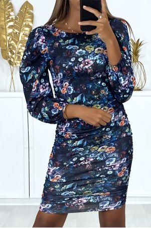 Zwarte jurk met bloemmotief, pofmouwen en plooitjes aan de zijkanten
