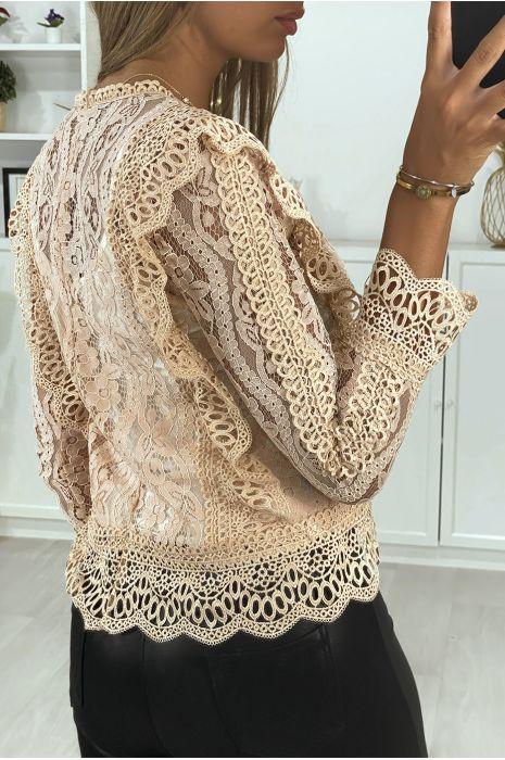 Roze kanten blouse met borduursel op de voorkant en mouwen