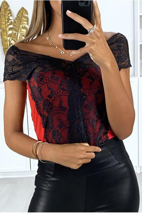 Body rouge en matière côtelé avec une jolie dentelle noir croisé au buste