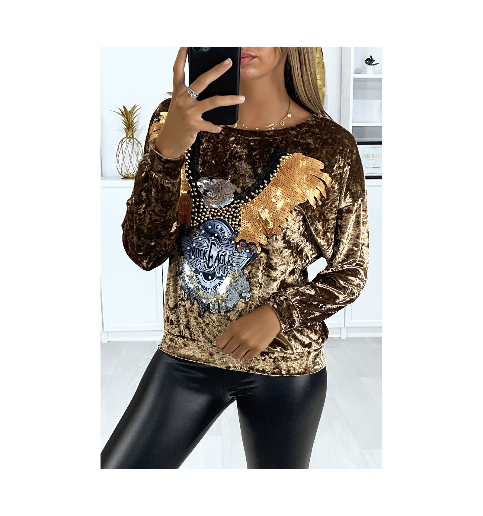 High In Gold Velvet With Glitter Pattern On The Front Woman Fashion