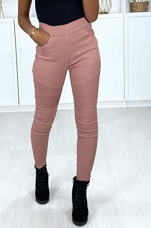 Pantalon slim en stretch rose avec plis style motard aux genoux