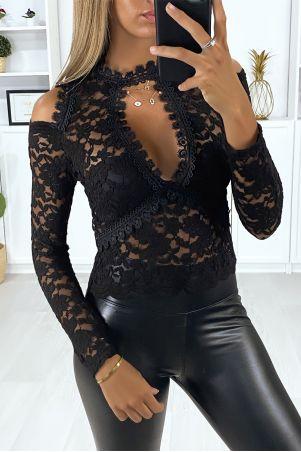 Zwarte kanten top met buste en schouderopening