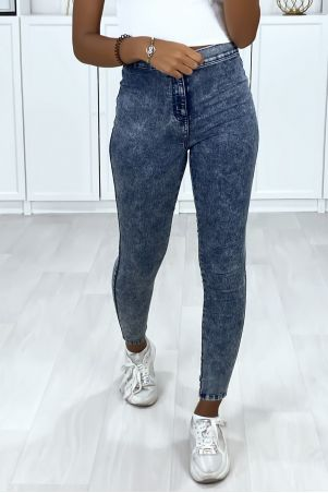 High waist blue jeans with back pockets