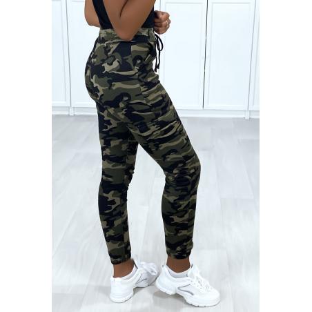 Jogging treillis militaire kaki avec poches sur le cotés et molletonné à l'intérieur