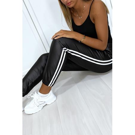 Jogging noir effet brillant avec bandes et poche molletonné à l'intérieur