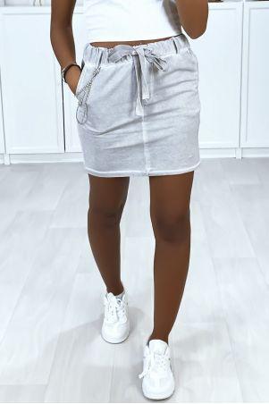 Mini jupe en coton délavé avec poches et chaine en accessoire