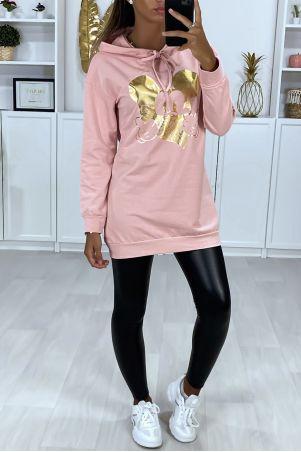 Long sweat à capuche rose avec dessin doré à l'avant