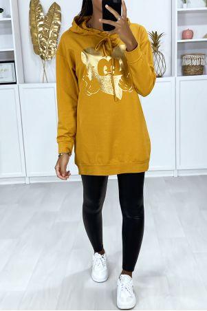 Lange mosterdkleurige hoodie met gouddessin op de voorkant