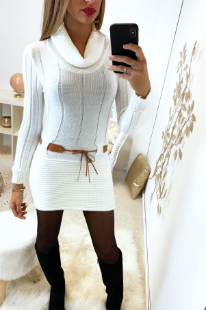 Pretty white tight tunic sweater with small camel belt