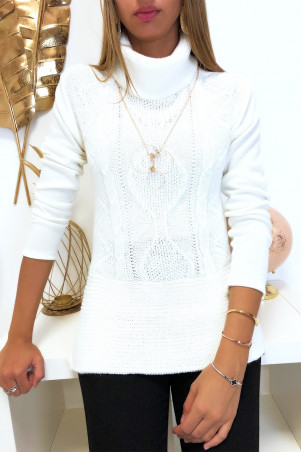 White jumper with braided collar at the front and collar