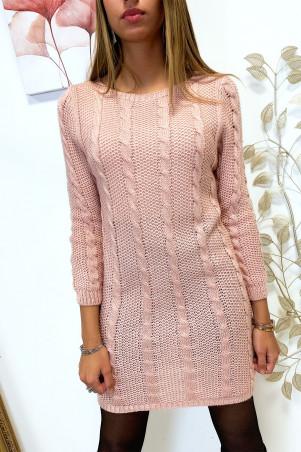 Mooie roze kabelgebreide sweaterjurk met lange mouwen
