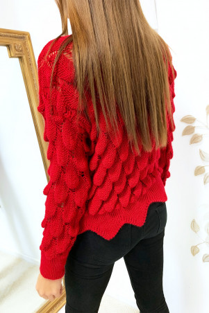 Leaf-shaped braided cropped sweater in red