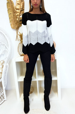 Magnificent tri-color trapeze sweater with rounded shape at the bottom, predominantly black