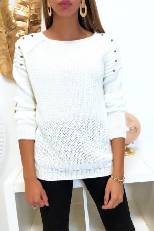 Mooie witte sweater met ronde schouders in bikerstijl met parels