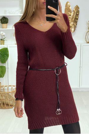 Robe Pull Bordeaux en maille et ceinture en simili.