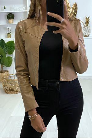 Mooie kleine zwarte blazer in zeer modieuze faux