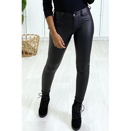 Pantalon slim Noir, effet stretch et très doux à l'intérieur.