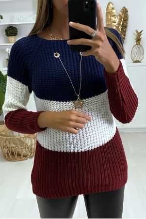 Tricolor navy cable-knit sweater and star pendant necklace.