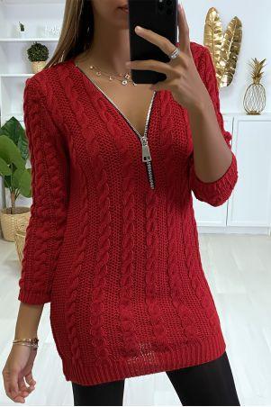 Robe pull Rouge à maille torsadée et col à zip réglable.