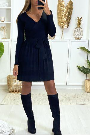 Robe Noire cache coeur à élastique à la taille et plissé au bas.