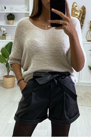 Short noir en simili avec poches et ceinture