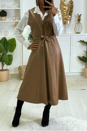 Longue robe noir en simili avec fermeture au dos