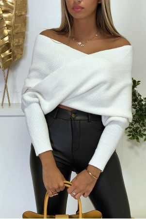 White thick knit shawl with sleeves and crossed bust