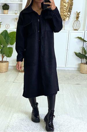 Zeer warme jas in zwart met borstzakken en knoopjes