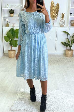 Turquoise jurk gevoerd met kant met borduursel