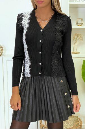 Prachtig zwart vest met kant en witte en zwarte borduursels