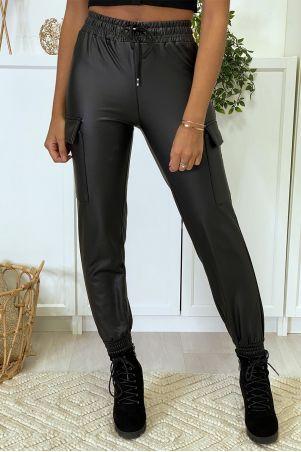 Pantalon cargo noir en simili