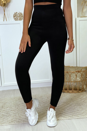 Black leggings filled with ultra warm and very stretchy interior