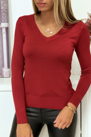 Burgundy V-neck sweater in very stretchy and very soft knit