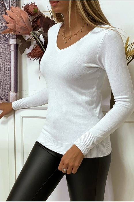 White round neck sweater in very stretchy and very soft knit
