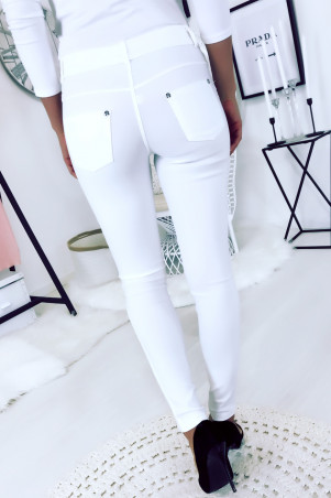 White slim pants in large size, basic with front and back pockets